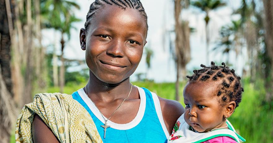 Anna äidille Ammatti. Naisten Pankki tukee äitejä Liberiassa.