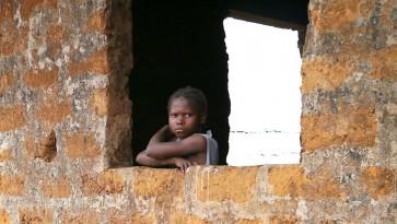 Liberia lapsi ikkunassa Naisten Pankki_880px