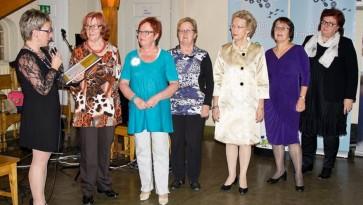 Kuvassa vasemmalta lukien Kirsti Lintonen, Tuula Kauppila-Päällysaho, Pirkko Huhtinen, Marjut Huhtinen, Anne Siro, Raija Korpela ja Päivi Kiviniemi.
