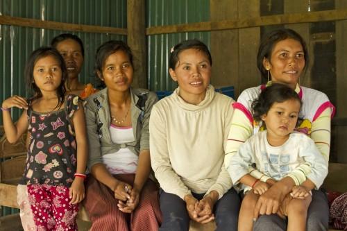naistenpankkilaisia_kambodzha _2012