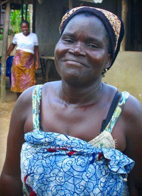 46-vuotiaalla Wenwolun Lewisilla on 9 lasta. Hän toimii kylänsä naisryhmän puheenjohtajana.