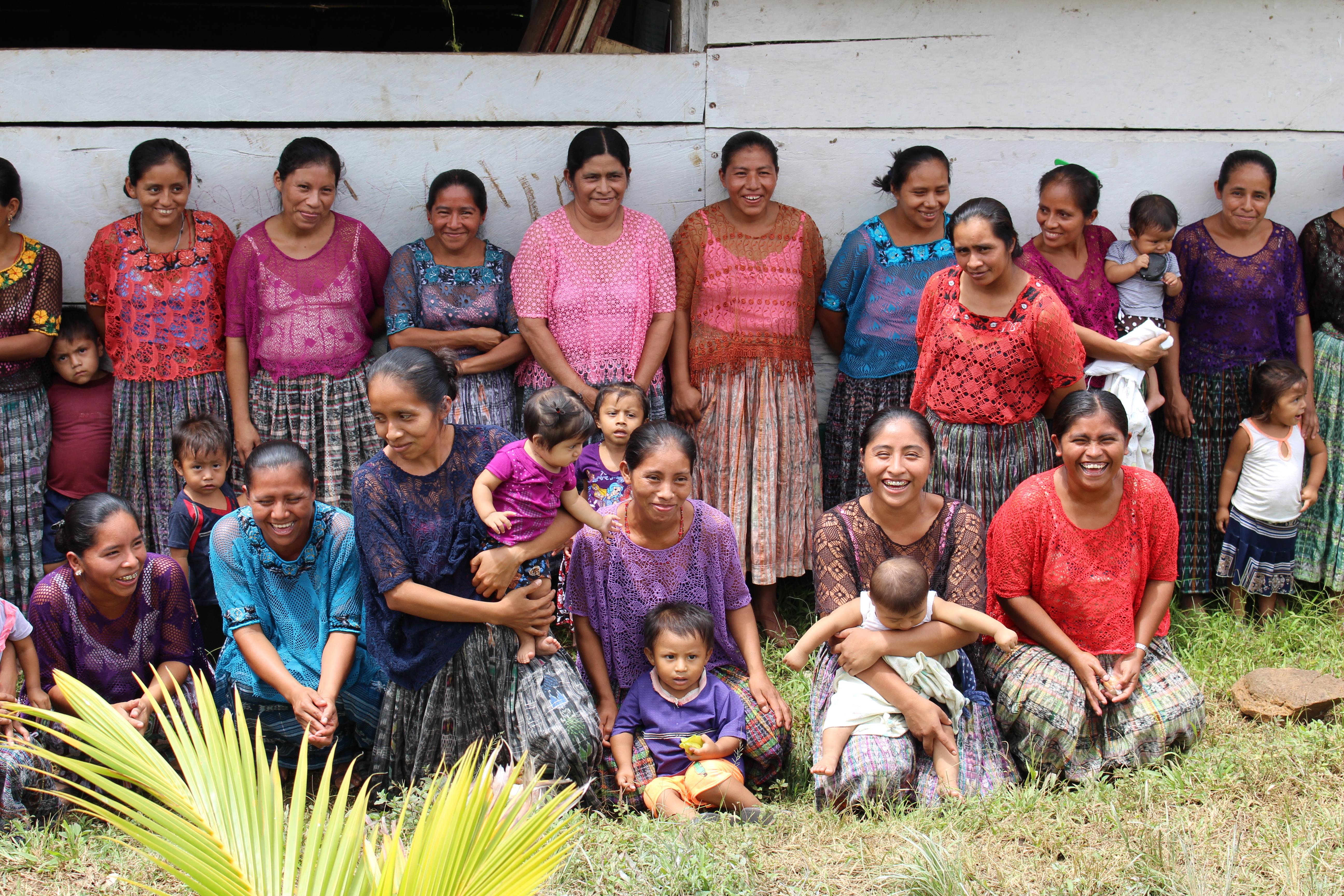 37 mayanaista kokoontuu koulutuksiin joka toinen keskiviikko.