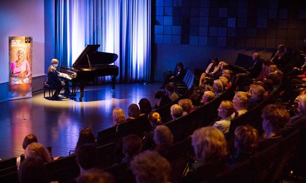 Illan upeasta musiikista vastasi pianisti Jenni Lappalainen.