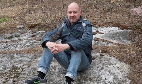 Markku Alanko lähtee kuvaamaan Naisten Pankin FinnWalk-kävelyä.