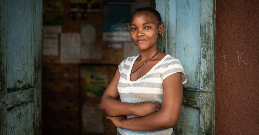 Ugandalainen Anitah Owaruhanga, onnistui säästöryhmän ansiosta avaamaan klinikkansa uudelleen.